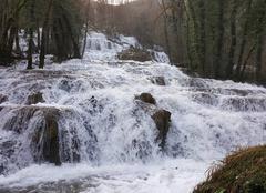 Pluie Baume-les-Messieurs 39210 Ruisseau en crue dans le Jura