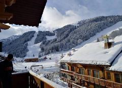 Neige Méribel 73550 Première neige dans les Alpes au mois de décembre
