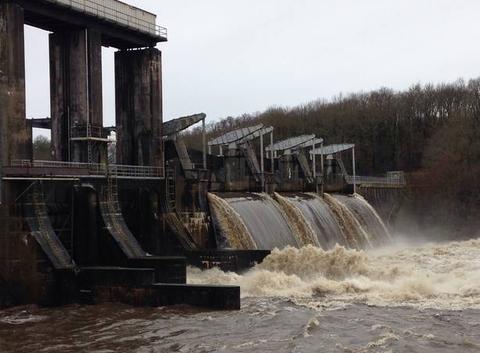 Crue de la vienne barrage de jousseau