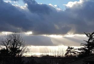 Nuages Tassin-la-Demi-Lune 69160 Strates de nuages et vent froid.