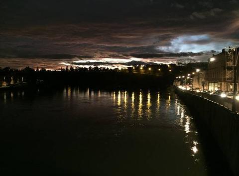 Ciel d'encre ce soir sur les quais