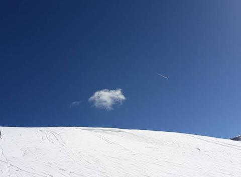 Le petit nuage en haut de la piste avec son accent grâve météore