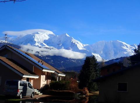 La chaîne du Mont-Blanc immaculé