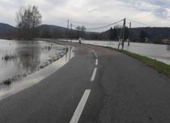 Pluie Avanne-Aveney 25720 Route inondée Avanne