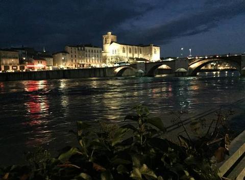 L'Isère en crue de nuit