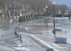 Insolite Tournon-sur-Rhone 07300 L'eau s'est retirée du quai Farconnet.