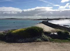 Nuages Cleder 29233 La plage du phare