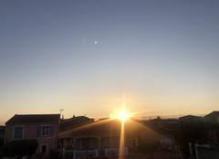 Ciel Fourques 30300 Levé de Soleil Ciel bleu azur 8h10