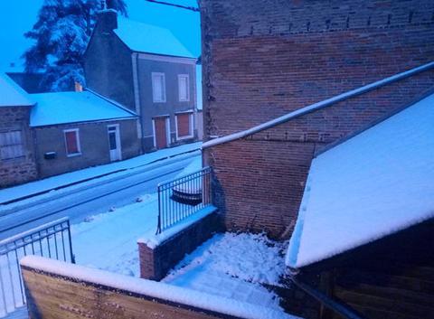 Neige à Brûlon (72) cette nuit et ce matin
