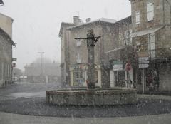 Neige Maurs 15600 La grande fontaine sous une averse de neige