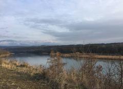 Ciel Romans-sur-Isere 26100 Paysage de fin d'après-midi, hier, le long de l'Isère sauvage, avec la chaîne du Vercors enneigé en arrière-plan