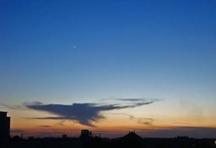 Ciel Angers 49000 Fin croissant de lune au crépuscule
