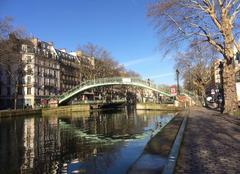 Ciel Paris-10 75010 Ciel bleu et reflets dans l'eau, canal Saint Martin