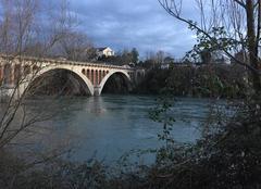 Nuages Romans-sur-Isere 26100 Froid glacial et ciel de neige sur le Pont Neuf hier en début de soirée