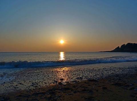Pour changer de la neige soleil voilé sur la crique de Sainte Marie sur mer .