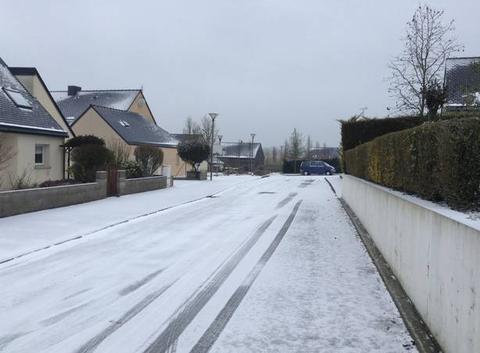 La neige rue de broceliande