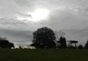 Ciel Nantes 44000  Soleil timide dans le ciel nantais.