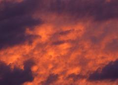 Ciel Niort 79000 Temps instable au soleil couchant.