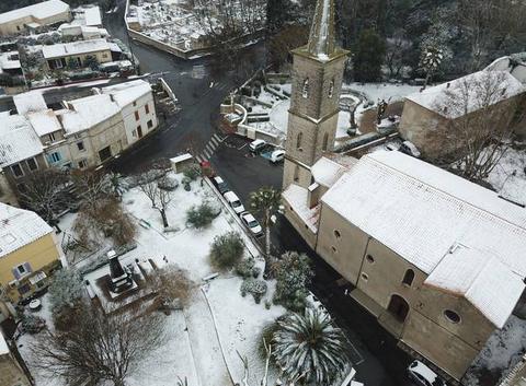 Le jardin public sous la neige
