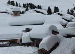 Neige Macot-la-Plagne 73210 Un petit peu de neige sur les toits
