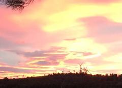 Ciel Nevian 11200 Au coucher du soleil à NÉVIAN
