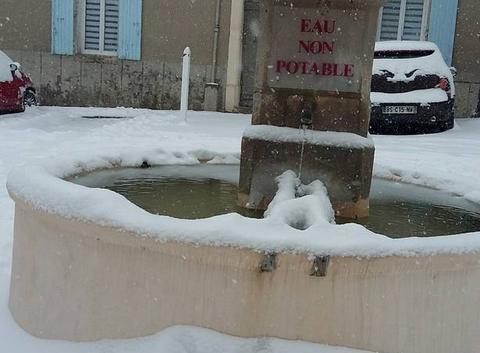 Fontaine enneigée
