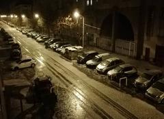 Pluie Marseille 13000 Marseille quartier est tres gros orage de grele avec eclairs pluie et tonerre pas de souvenirs que cela soit arrive sur la ville d un coup subitement