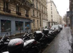 Neige Paris-10 75010 La neige est de retour. Tiendra-t-elle au sol ?