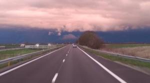 Nuages La Rochelle 17000 Ciel très noir en direction de niort 79