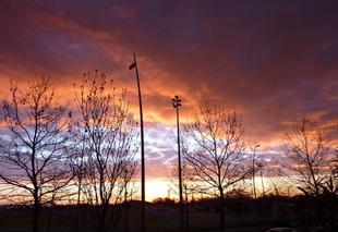 Ciel Blagnac 31700 Beau lever de soleil malgres les nuages