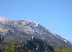 Neige Puilaurens 11140 Falaises d'En Mal saupoudreés de neige
