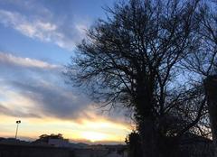 Ciel Mours-Saint-Eusebe 26540 Soleil couchant sous le vent du Nord