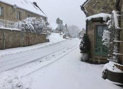 Neige Lhuys 02220 L?hiver a déposé son banc manteau