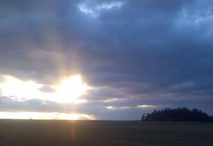 Ciel Craponne-sur-Arzon 43500 Soleil couchant et  halo de lumière pour ce premier  jour du printemps