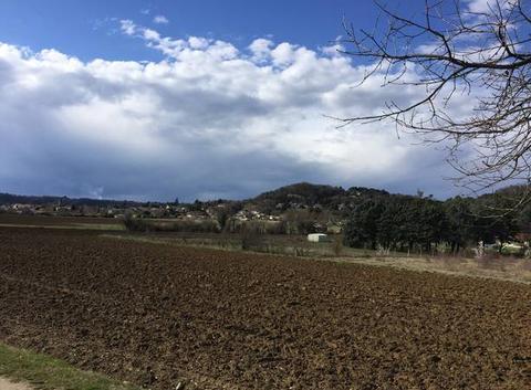 Masse nuageuse en campagne