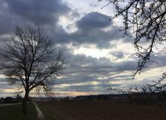 Ciel Mours-Saint-Eusebe 26540 Ciel cotonneux de fin d' après-midi sur les chemins de campagne