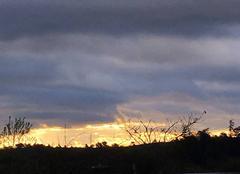 Nuages Saint-Maximin-la-Sainte-Baume 83470 Le soleil peine à sortir