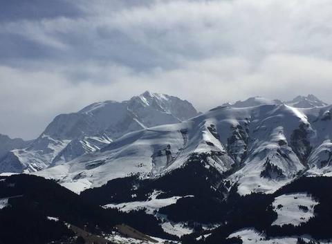 Le Mont Blanc et le Mont Joly vus du haut de la Caboche.