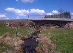 Insolite Chomelix 43500 Un pont peut en cacher un autre mais un jour d'été ne cache pas le printemps