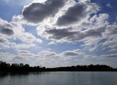 Ciel L'Isle-Jourdain 32600 Nuages sur le lac