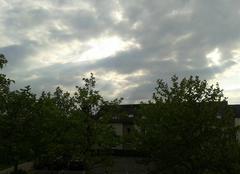 Nuages Lingolsheim 67380 Les rayons du soleil cherche à passer au travers des nuages
