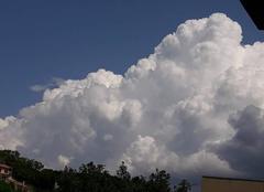 Pluie Lodeve 34700 Orage qui  se forme a coté de lodeve
