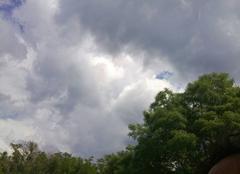 Nuages Saint-Remy-de-Provence 13210 Orage menaçant