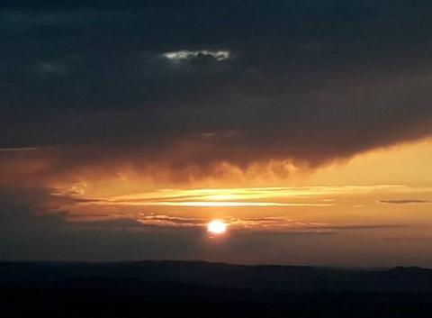 Coucher du soleil après orage