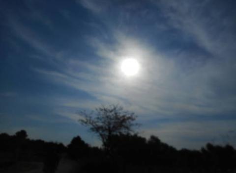 Ciel bleu nuages soleil