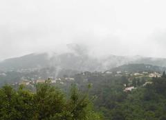 Ciel Colomars 06670 Brume formée par l'évaporation de l'humidité des vallons obscurs à Colomars 06670