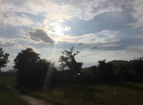Pluie sur soleil couchant