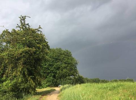 Ciel d'orage sur le reflet du couchant