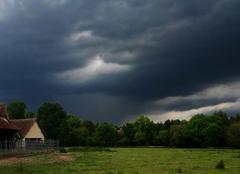 Ciel Poigny-la-Foret 78125 Orage fort arrivant sur Poigny-la-Forêt (78)