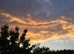Ciel Mours-Saint-Eusebe 26540 Un soir en campagne, au soleil couchant